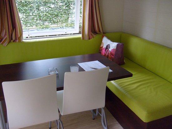 Domaine Des Chenes Verts: la salle à manger