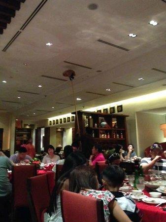 Tea of Spring at Shangri-La's Mactan Resort & Spa: Cleaning during the dinner