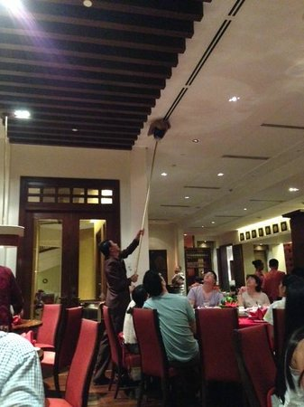 Tea of Spring at Shangri-La's Mactan Resort & Spa: Cleaning during the dinner...