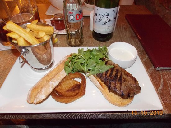 Farnham Estate Spa and Golf Resort: Steak sandwich at cellar bar. Exceptional!!