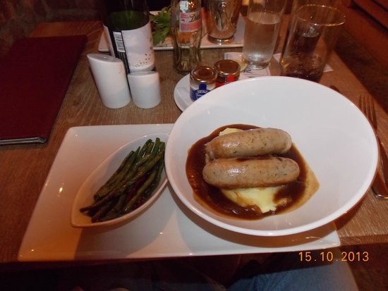 Farnham Estate Spa and Golf Resort: Sausage and potatoes at the cellar bar.