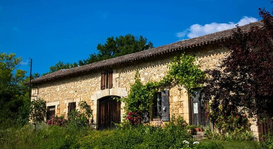 Moulin de la Ville : View of 18th century barn (500 years younger than house!)