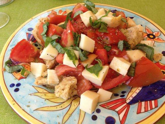 Lido Azzurro: Tomato & mozzarella starter