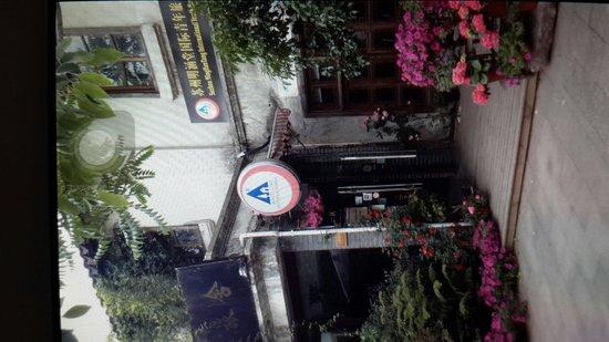 Minghantang International Youth Hostel : 大门