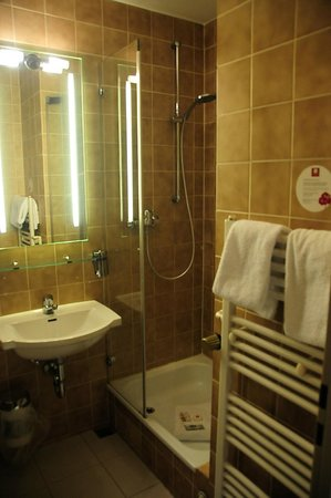 Leonardo Hotel & Residence München: Badezimmer