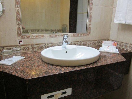 Hotel Riu Palace Tres Islas : neues Waschbecken
