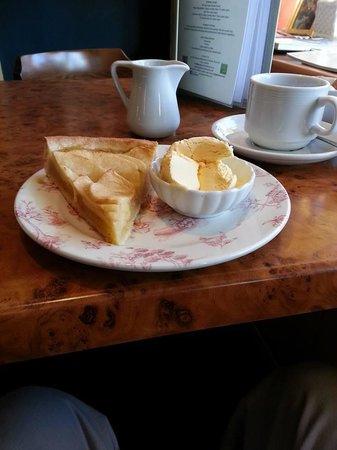 Apple Tree Tea Rooms: Apple and ice cream
