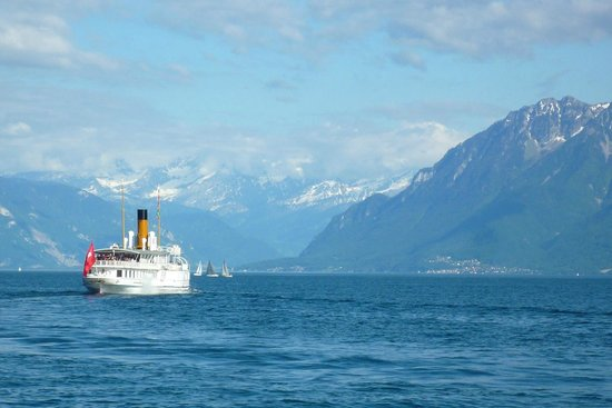 Hotel Aulac: Ship to Evian Aux Bains across from Lausanne