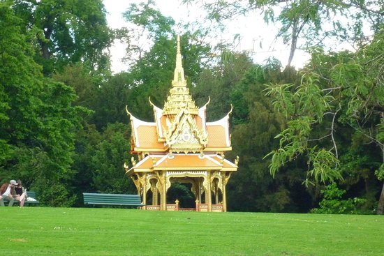Hotel Aulac: the Thai Pavilion by the lake