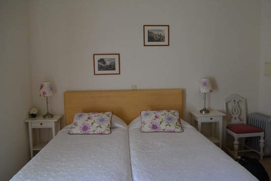 Hotel Nova Sintra: Small but welcoming room