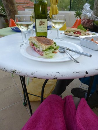 Hotel Nova Sintra : Eating on the terrace (warm thanks to cozy blanket Rui brought!)
