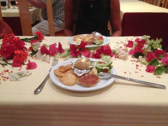 Ramada Liberty Resort Hotel: Birthday table thank you moussa