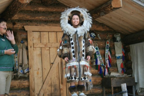 Riverboat Discovery : Chena Village with young Native Americans doing presentations