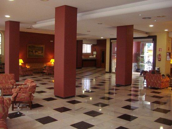 Monte Triana Hotel: Salón