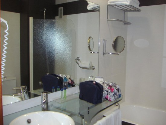 Monte Triana Hotel: Baño