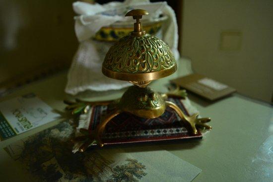 Hotel Nova Sintra: Loved the frog-bell on front desk