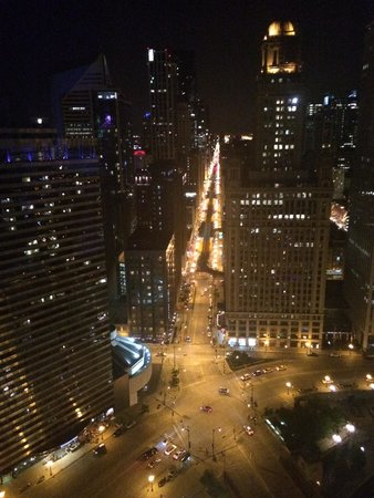 Trump International Hotel & Tower Chicago: Night view from suite