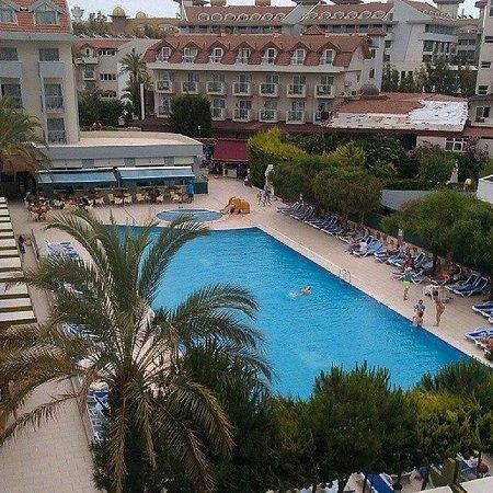 Seher Sun Beach Hotel: Это собственно говоря и есть вся территория отеля.