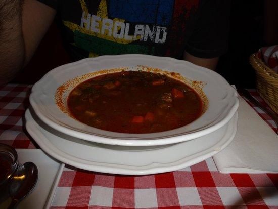 Hungarikum Bisztro: Primero del Menú: Sopa de Goulash