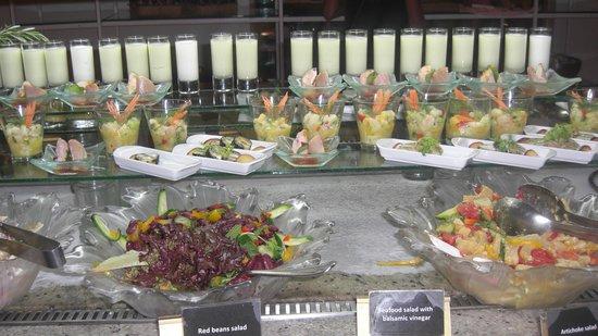 Three Corners Rihana Inn : buffet du Movenpick hotel El Gouna