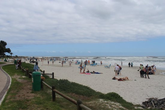 Camp's Bay Beach: Vista da praia