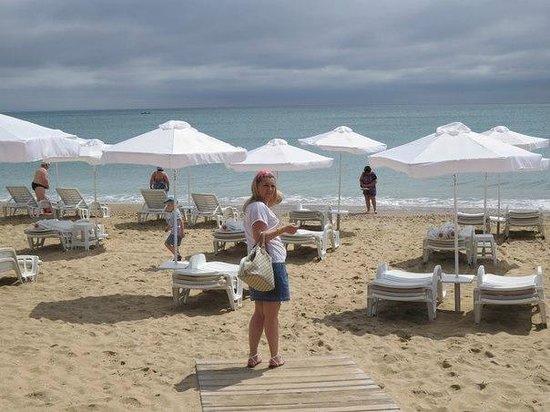 Melia Grand Hermitage: Пляж напротив отеля
