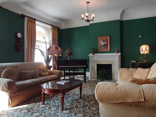 Inn on Ferry Street: Owen House sitting room