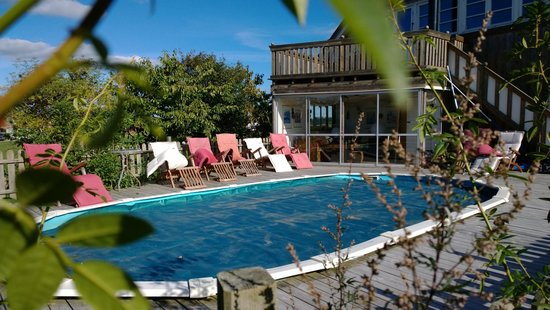 Gits Gard: Pool area.