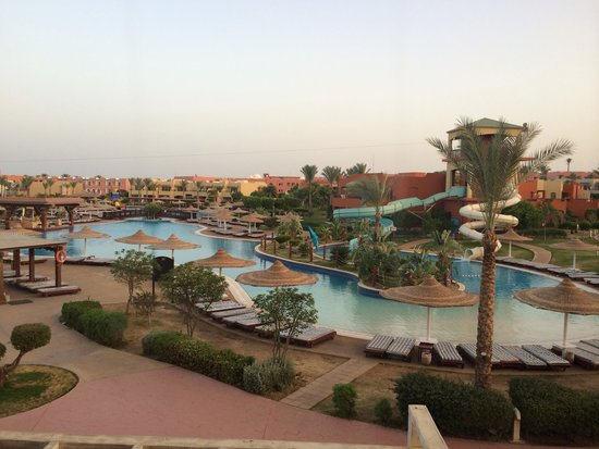 Coral Sea Holiday Village: Poolside early evening