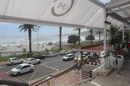Camp's Bay Beach : Vista da avenida e prais