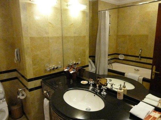 Hotel Majestic Saigon: ванная