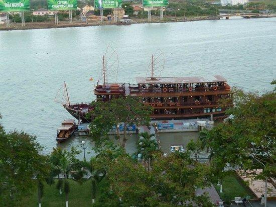 Hotel Majestic Saigon: вид из номера