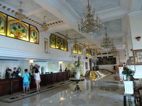 Hotel Majestic Saigon: лобби
