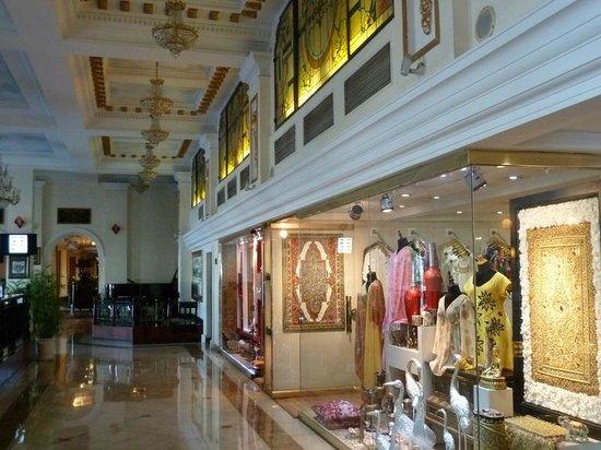 Hotel Majestic Saigon: отель