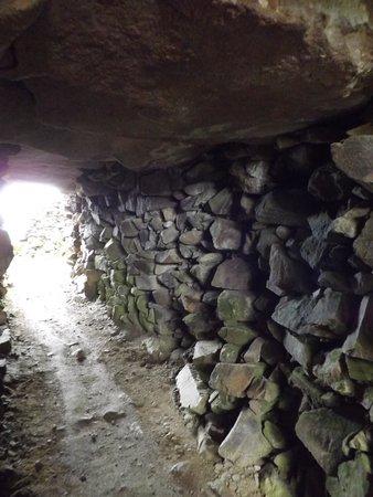 Cairn de Barnenez : Cairn interior
