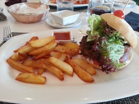 Bar - Restaurant Mantonia : Classic Burger