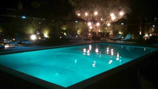 Desert Riviera Hotel : Bath-water pool