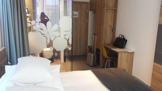 PURO Kraków Stare Miasto : Tony room - basically the size of the bed