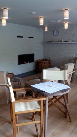 Wu Wei: Petit coin salon dans la cafétaria