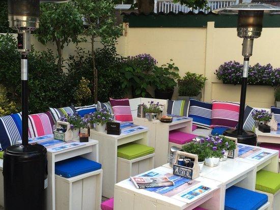 Hotel Mimosa: Uiteraard ook beschikbaar voor iedereen die wil ontbijten.