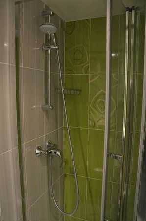 Hotel Glasgow Monceau: Shower Room