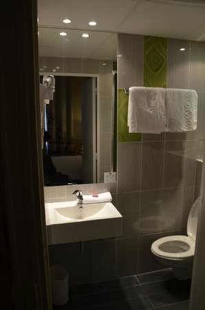 Hotel Glasgow Monceau: Bath room