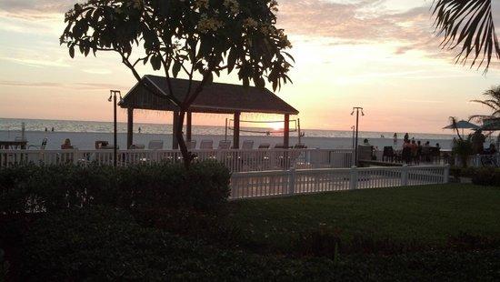 Bon Aire Resort: Beeach at sunset