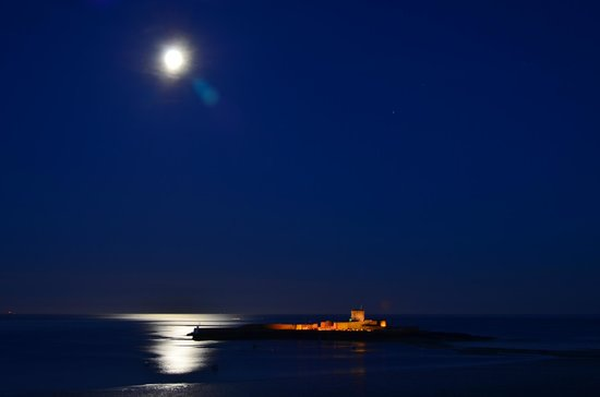 La Haule Manor: Full moon and St Aubins fort