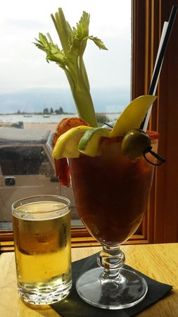 """Gunflint Tavern: I come here for the """"tomato juice"""", atmosphere, and entertainment"""