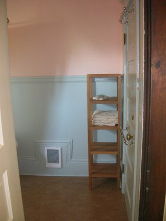Evermore Guesthouse: Skylight Room (notice add'l door on right that exits to common hallway)