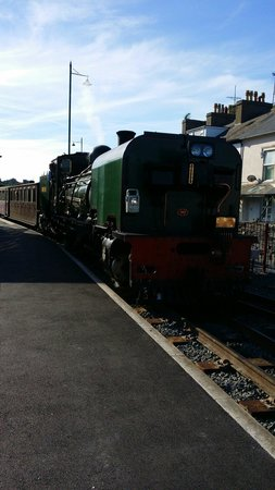 Ffestiniog & Welsh Highland Railways: Train coming in