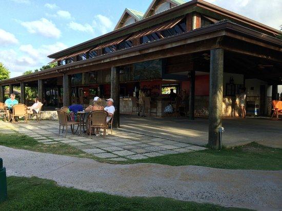 The Verandah Resort & Spa : Main Bar