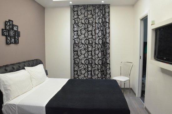 Roma Naif: Room
