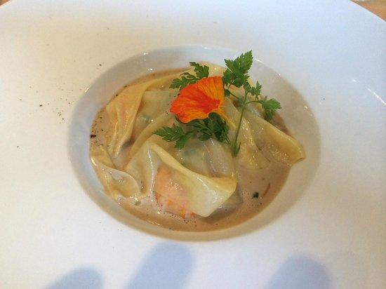 L'Atelier 26: Raviole de langoustines, julienne de légumes, sauce Nantua